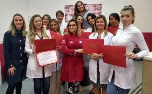 Dra. Ana Carolina com alunas recém formadas no Nepuga